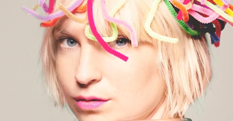 "Ouça o novo single de Sia, ""Alive"""
