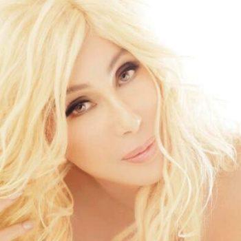"""Cher divulga remix oficial de """"I Walk Alone"""""""