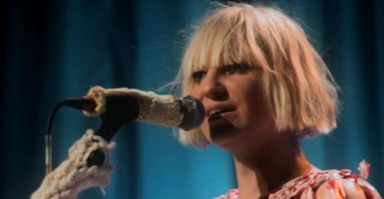 """Ouça """"Bird Set Free"""", novo single de Sia"""