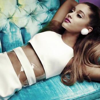 Assista ao novo clipe de Ariana Grande com The Weeknd