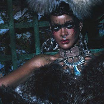 Rihanna posa para a revista W ao lado de duas grandes modelos