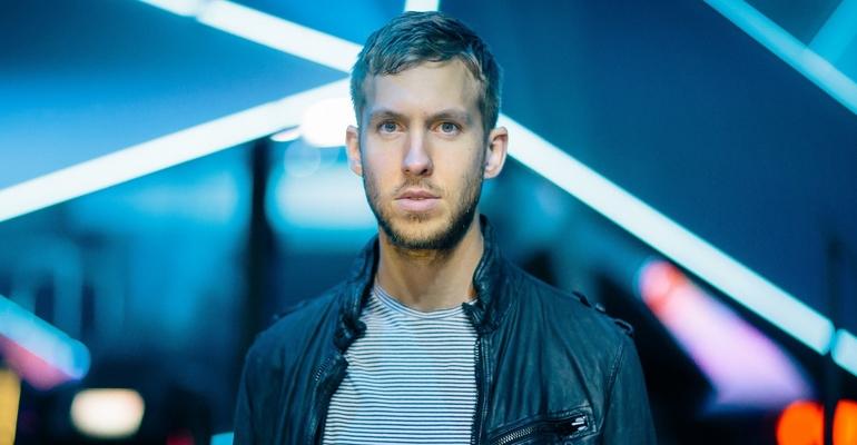 """Calvin Harris lança o clipe de """"Pray To God"""", parceria com HAIM"""