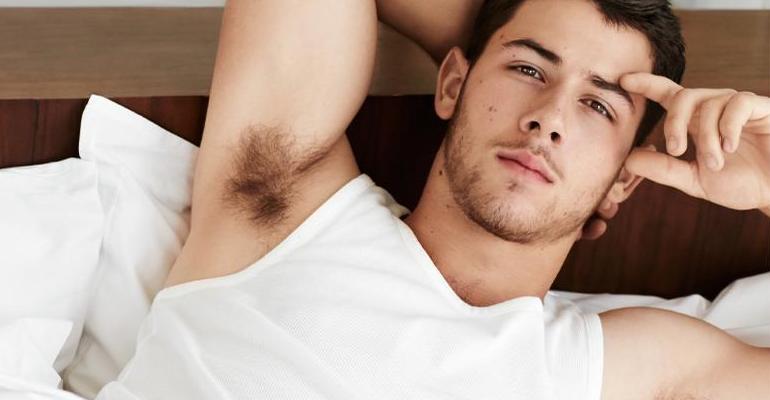 """Nick Jonas lança clipe para """"Close"""", seu novo single com a Tove Lo"""