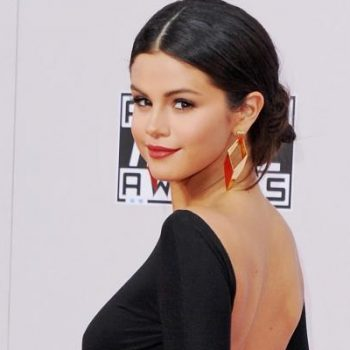 "Selena Gomez surpreende com o clipe de ""Good For You"""