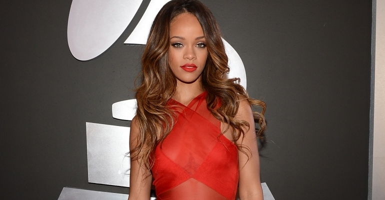 """Ouça """"Answer"""", música inédita e descartada de Rihanna!"""