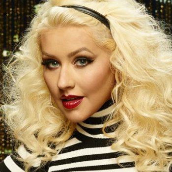 Christina Aguilera imita Cher e Britney Spears em programa de TV