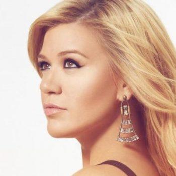 "Kelly Clarkson estreia no topo da Billboard com ""Piece By Piece"""