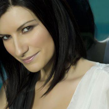Laura Pausini recebe homenagem em premiação latina