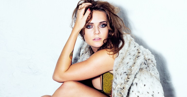 "Confira o lyric video de ""Timebomb"", novo single de Tove Lo"