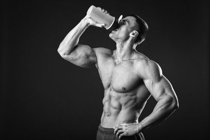 Para ganhar músculos é preciso tomar whey protein? Descubra!