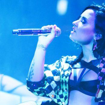 """Demi Lovato canta, pela primeira vez, """"Yes"""", em festival americano"""