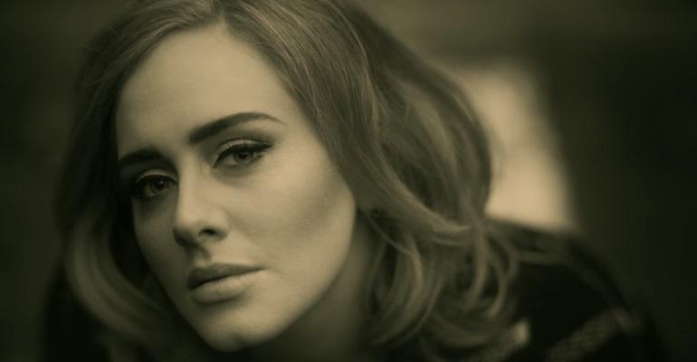 """Adele se mantém no topo de vendas da parada americana com """"25"""""""