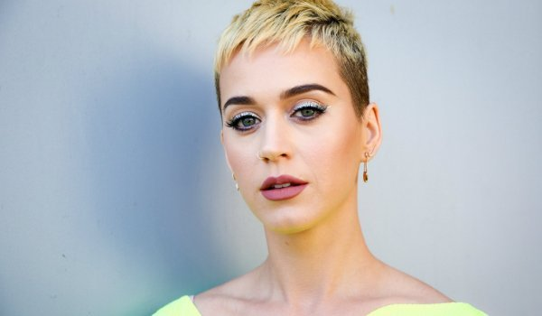 "Katy Perry canta ""Swish Swish"" no The Voice australiano"