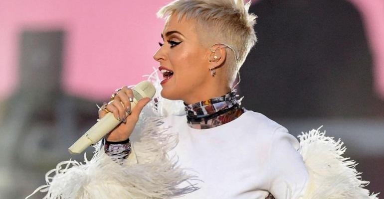 "Katy Perry libera previa do clipe de ""Swish Swish"""
