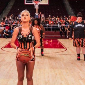 "Katy Perry lança clipe super divertido para ""Swish Swish""! Assista"