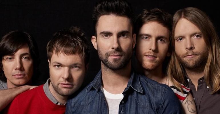 "Maroon lança lyric video para ""Help Me Out"" com Julia Michaels"