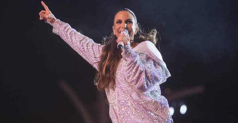 "De surpresa, Ivete Sangalo lança música inédita! Ouça ""Simples Assim"""
