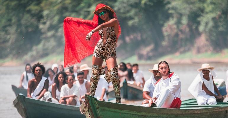 """Anitta e Alesso lançam clipe com remix de """"Is That For Me"""""""