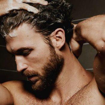Homens de 30: Lavar o cabelo diariamente é bom ou ruim?