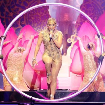 "JLo lançou seu novo single ""El Anillo"" no Latin Billboard Music Awards! Confira"