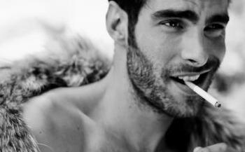 O cigarro pode ser o vilão do seu envelhecimento precoce