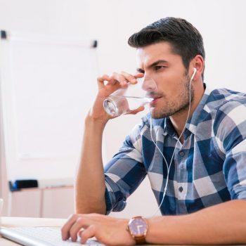 Se manter hidratado no verão é uma questão de saúde
