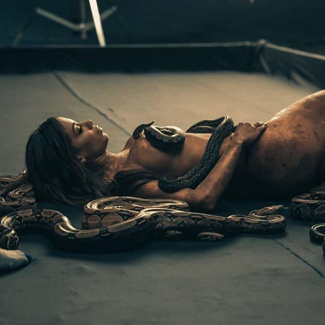 """Anitta estreia EP """"Solo"""" com 03 faixas em três idiomas"""