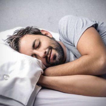 Postura ao dormir melhora qualidade do sono