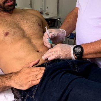 Aplicação de enzimas faz sucesso entre homens no combate a gordura localizada