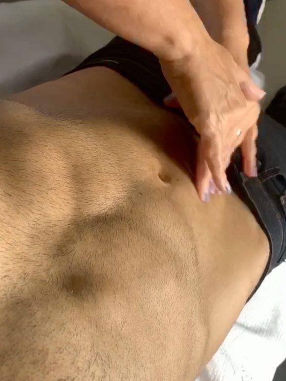Abdômen: Massagem corporal pode auxiliar na perda de medidas