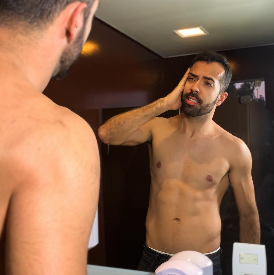Incluir a agua micelar em sua rotina de skincare traz inúmeros beneficios para pele masculina